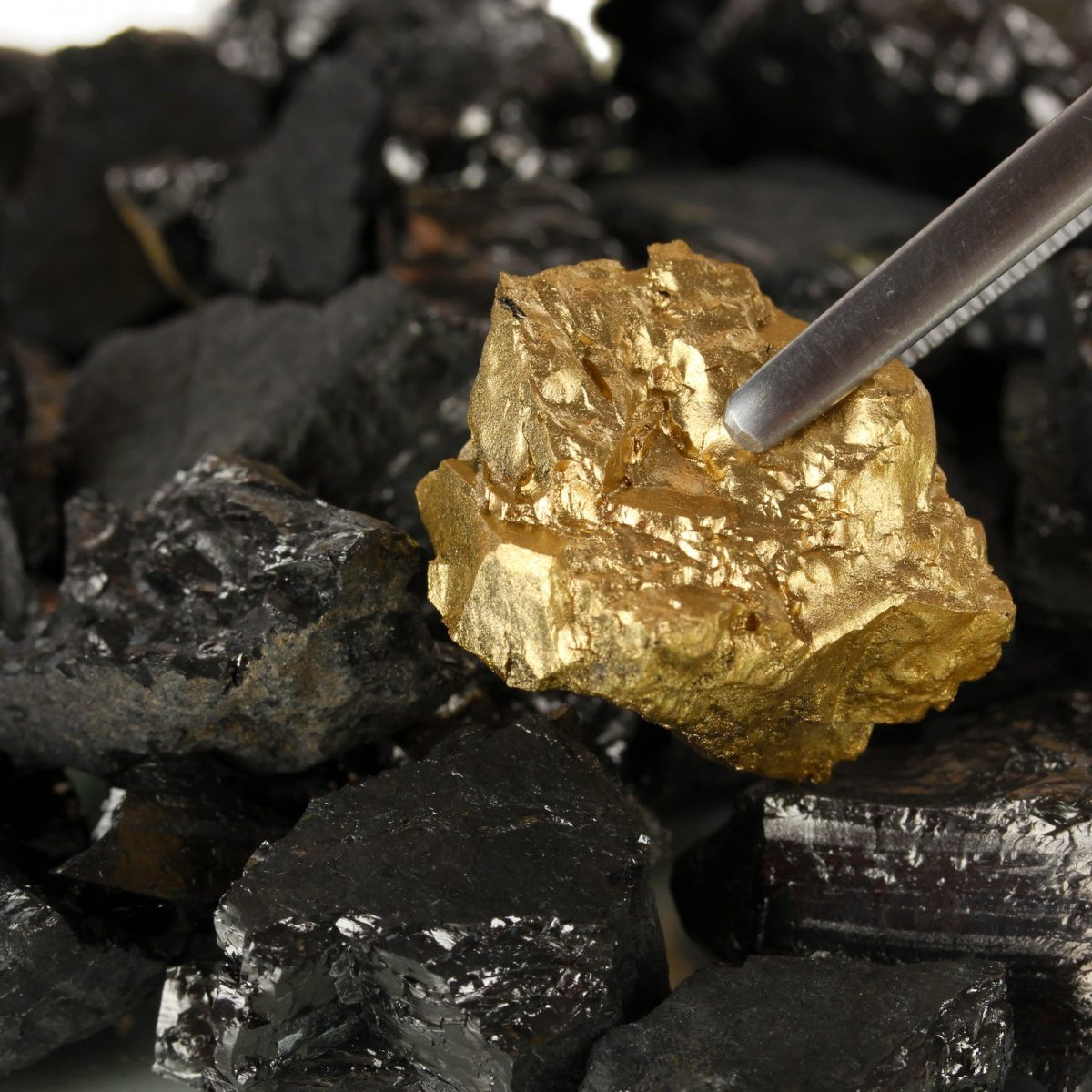 Gold Mining Company's Shares Jump 1,300% After Switch to Bitcoin – Bitcoin News